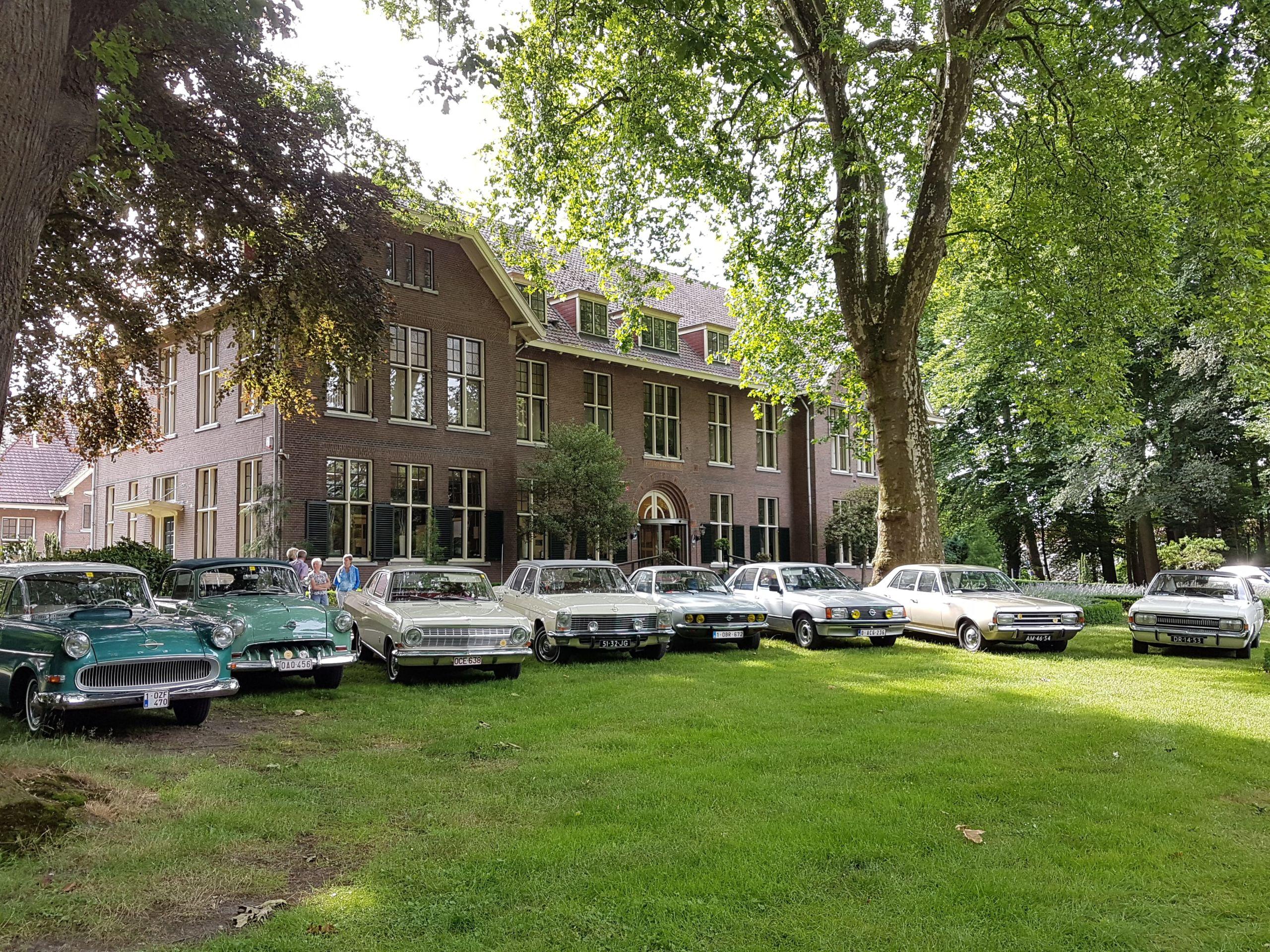 Opel Veterans Club bij Hotel Landgoed Ehzerwold in Almen